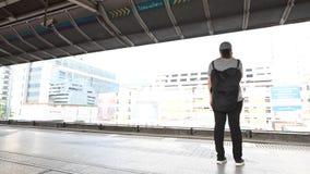 Bangkok, Thailand - Januari 28, 2019: De mening van de tijdtijdspanne van passagier op de post van BTS skytrain in Bangkok stock videobeelden