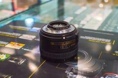 Bangkok Thailand: 29 januari, de verdelerslens van 2017 nikon, generatie 50 mmF/1 8 G introduceerde zijn apparatenmogelijkheden Stock Fotografie