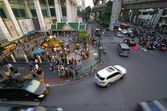 Bangkok Thailand, - 05 Januari 2018: Den Erawan relikskrin på den Ratchaprasong genomskärningen på dagtid, på Januari 05, 2018 Royaltyfri Foto