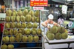 BANGKOK THAILAND 2019 JANUARI 06: Durianfrukter för försäljning på Kina TownYaowarat, Thailand Exotisk fruktdurian på lantgårdmar arkivbild