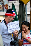 Bangkok, Thailand - Januari 13, 2014: Foriegner en Thaise Anti-government protesteerders royalty-vrije stock afbeelding