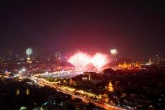 Bangkok Thailand - Januari 1, 2015: Fyrverkerier på det nya året som firar på Sanam Luang, Bangkok Arkivfoto