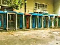 Bangkok Thailand-Januari 13,2018: Offentlig gammal för telefon och smutsig offentlig telefon inte i bruk fotografering för bildbyråer