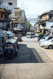 Bangkok Thailand - Januari 01, 2015: Sikt w för Bangkok stadsgata Arkivfoton
