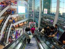 Free Bangkok, Thailand - January 04 2020: Many People Come To Go Shopping With People Standing On The Escalator. Inside Terminal 21 Royalty Free Stock Image - 171293686