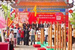 BANGKOK /THAILAND-JANUARY 20: liondansdressingen under ståtar i kinesiska berömmar för nytt år på Januari 20, 2013 Arkivfoto