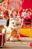 BANGKOK /THAILAND-JANUARY 20: liondansdressingen under ståtar i kinesiska berömmar för nytt år på Januari 20, 2013 Arkivfoton