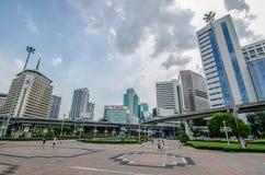 Bangkok, Thailand 18. Juli 2016: Blicken in Richtung Silom-Straße von Stockfotografie