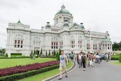BANGKOK THAILAND - Juli 21, 2015: Folkmassa av turister i Ananten Royaltyfria Bilder