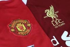 BANGKOK THAILAND - JULI 12: Logoen av Liverpool och Manches Royaltyfri Bild