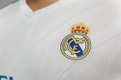 BANGKOK THAILAND - JULI 12: Logoen av Real Madrid på Footb Arkivbild