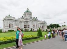 BANGKOK, THAILAND - 21 Juli, 2015: Menigte van toeristen in Anant Stock Foto