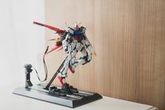 BANGKOK THAILAND - JULI 27, 2016: Plast- modell av slaget Gundam Ver för GAT-X105 Aile RMförlagekvalitet Royaltyfria Foton
