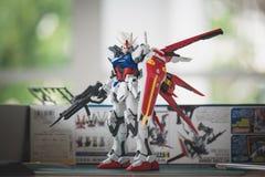 BANGKOK, THAILAND - 27. JULI 2016: Plastikmodell von GAT-X105 Aile Streik Gundam Ver RM-Vorlagengrad Lizenzfreies Stockbild