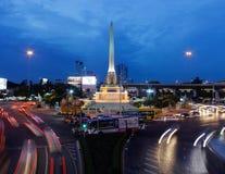 Bangkok Thailand - Juli 27: Skymningsikt på Victory Monument royaltyfria foton