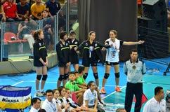 Bangkok, Thailand - 3. Juli 2015: Thailand-Ersatz feiert während der FIVB-Volleyball-Welt Grandprix Stockfotos