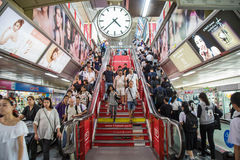 Bangkok, Thailand - 14. Juli 2017: Viele Leute in Bangkok-Gebrauch t Lizenzfreie Stockbilder
