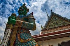 Bangkok, Thailand; 4 juli 2018: Wat Arun in Thomburi dichtbij Chao Phraya stock fotografie
