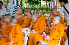 BANGKOK ,THAILAND - 9 JULY 2014 : Unknown young novice monks in Royalty Free Stock Photos