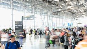 Bangkok, Thailand - Jun 15, 2019: Tijdtijdspanne van passagiersterminal bij Suvarnabhumi-Luchthaven stock videobeelden