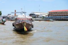 BANGKOK, THAILAND - Juni 14, 2018: De mening van de Chaopraya-rivier is de belangrijkste rivier in Bangkok Royalty-vrije Stock Foto