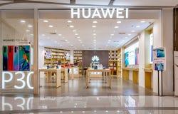 BANGKOK, THAILAND - JUNI 11: Maakt de Huawei mobiele detailhandel in het Vierkante winkelcomplex van Seacon in Bangkok op 11 Juni royalty-vrije stock afbeelding