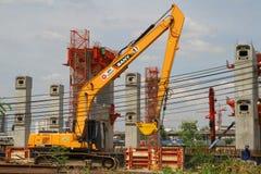 BANGKOK THAILAND - Juni 7, 2015: Mrt-mittlinje himmeldrev Co Arkivbilder