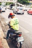 BANGKOK, THAILAND - 12. JUNI 2015: nicht identifizierte Taxi motorcyclis Lizenzfreies Stockbild