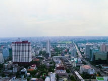 Bangkok, Thailand - Juni 29, 2008: Panorama van dichtbijgelegen Petchburi-Road Stock Foto's