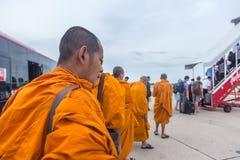 BANGKOK, Thailand - 23. Juni 2015: Passagiere sind an Bord des Th Lizenzfreie Stockfotos