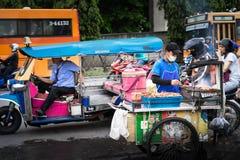 Bangkok, Thailand - 20. Juni 2018: Wartepassagier Tuk Tuk lizenzfreie stockfotografie