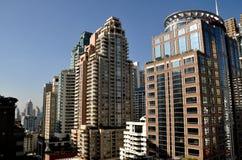 Bangkok Thailand: Lyxiga hotell och lägenheter på den Langsuan vägen Arkivbilder