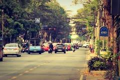 Bangkok, Thailand - 2. März 2017: Ansicht des Verkehrs rot und grün Lizenzfreie Stockfotos
