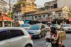 Bangkok, Thailand - 2. März 2017: Ansicht des Verkehrs rot und grün Stockfotografie