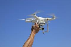 BANGKOK THAILAND - 13. MÄRZ: dji Phantombrummen-Schwebeflugfliegen mit Lizenzfreie Stockbilder