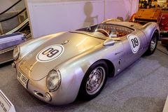 BANGKOK, THAILAND, - 11. MÄRZ 2018: Ein spyde Weinleseauto Porsches 550: 1953-1956 wurde in einer klassischen Autoausstellung bei lizenzfreie stockfotos