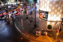 BANGKOK, THAILAND - 12. MÄRZ 2017: Gaysorn-Dorf-Einkaufszentrum, ein Luxuseinkaufszentrum zeigt Louis Vuitton-Sammlung in B Lizenzfreies Stockfoto