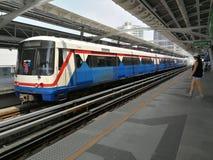 Bangkok, Thailand - 24. März 2018: Thailändische Eisenbahn BTSstation an Eakamai-Station lizenzfreie stockfotografie