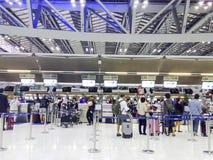 BANGKOK, THAILAND - MAART 22: Controle in tellers in Suvarnabhumi Stock Foto