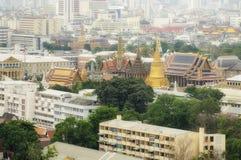 Bangkok, Thailand - Maart 22, 2014: De mening van het vogeloog van oud de stadsgebied van Bangkok en het Grote Complexe Paleis Royalty-vrije Stock Foto