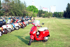 BANGKOK, 14,2015 Thailand-MAART 68 Jaar van Vespa-La Festa is een Deel van de Grootste Vespa-Caravan in Azië 14 03 15 Stock Afbeelding
