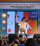 Kazumi van Sony Music voert levend overleg in eenvormige school uit, Royalty-vrije Stock Fotografie