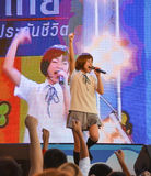 Kazumi van Sony Music voert levend overleg in eenvormige school uit, Royalty-vrije Stock Afbeelding