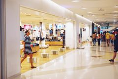 Bangkok Thailand-mag 12,2109: Shopfront bij winkelcomplex te vormen stock fotografie