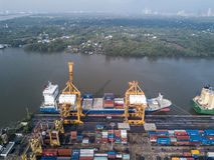 Bangkok, Thailand - 13. Mai 2017: Aerail-Trieb von Bangkok-Hafen Stockfotos