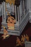 Bangkok, Thailand - 18. Mai 2019: Die Wandmalereien Ramakian Ramayana entlang den Galerien des Tempels Emerald Buddhas, stockbilder