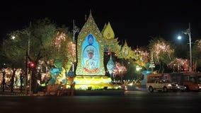 Bangkok, Thailand - 6. Mai 2019: Großes Porträt thailändischen Königs Rama X, Seine Majestäts-König Maha Vajiralongkorn stock video