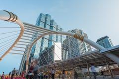 Bangkok, Thailand - Mai 22,2015: Nicht identifizierter Leuteweg auf SK Lizenzfreie Stockbilder