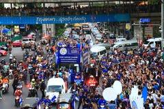 Bangkok THAILAND - Maj 19, 2016: Den Leicester staden ankommer i Bangkok till hjältar på den Sukhumvit vägen i Maj 19, 2016 bangk Arkivfoto