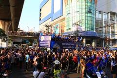 Bangkok THAILAND - Maj 19, 2016: Den Leicester staden ankommer i Bangkok till hjältar på den Sukhumvit vägen i Maj 19, 2016 bangk Fotografering för Bildbyråer